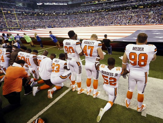 636422760704138692-LRUBrd-09-29-2017-SunNews-1-B001--2017-09-28-IMG-NFL-Anthem-Football-2-1-EVJQC483-L1107430294-IMG-NFL-Anthem-Football-2-1-EVJQC483-1-.jpg
