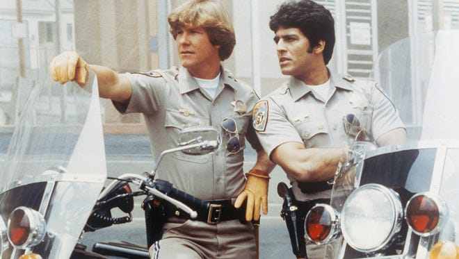 Larry Wilcox as Officer Jon Baker, Erik Estrada as Officer Francis Llewellyn 'Ponch' Poncherello  in 'CHiPs.'