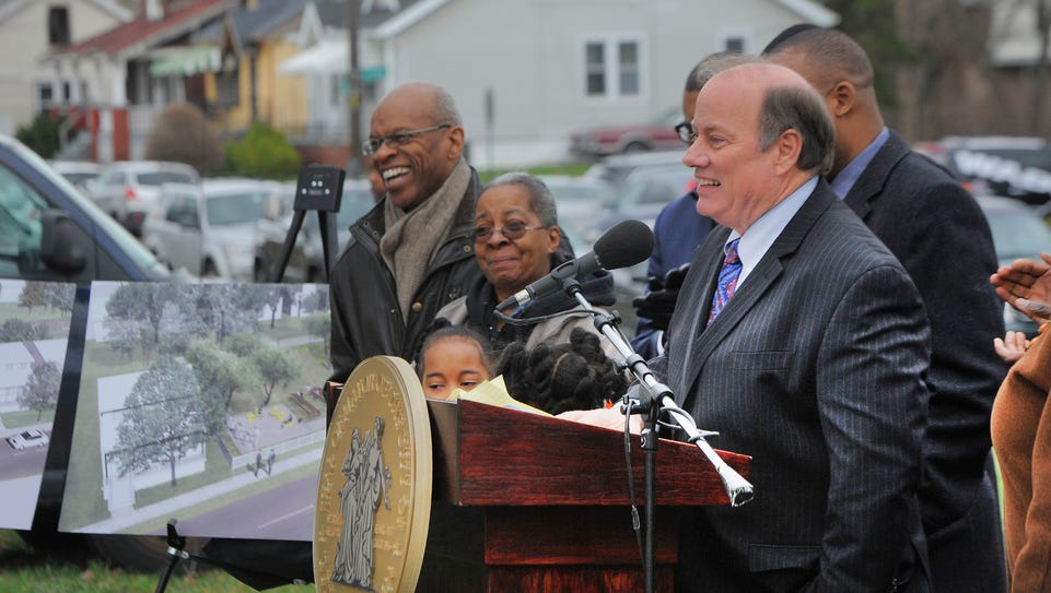 Detroit Mayor Mike Duggan addresses the audience at