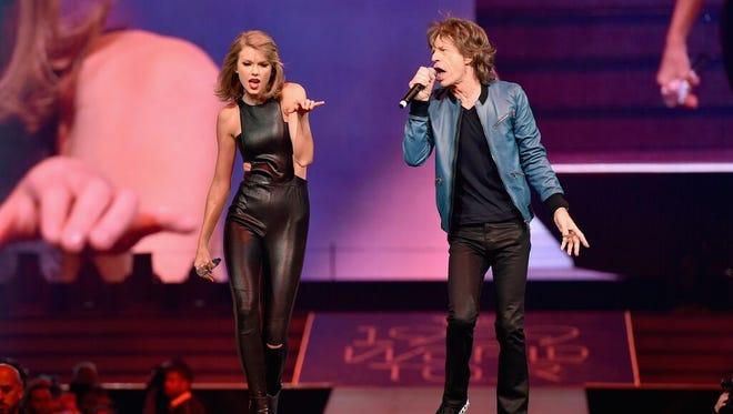 Taylor Swift performs with Mick Jagger at Bridgestone Arena.