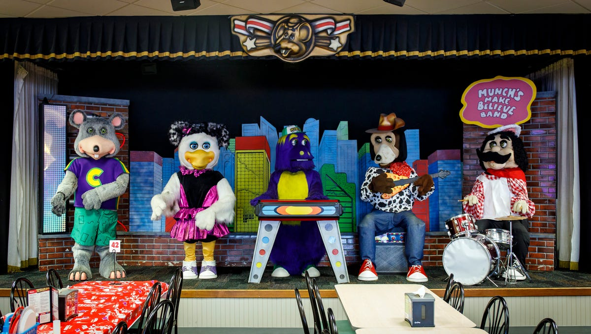 Chuck E. Cheese is breaking up the animatronic band