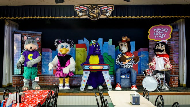 The animatronic band performs Wednesday, Aug. 23, 2017 at Chuck E Cheese in Lincoln Park. (Brian Cassella/Chicago Tribune/TNS)