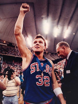 Damon Bailey salutes the Bedford North Lawrence fans at the Hoosier Dome in 1990.