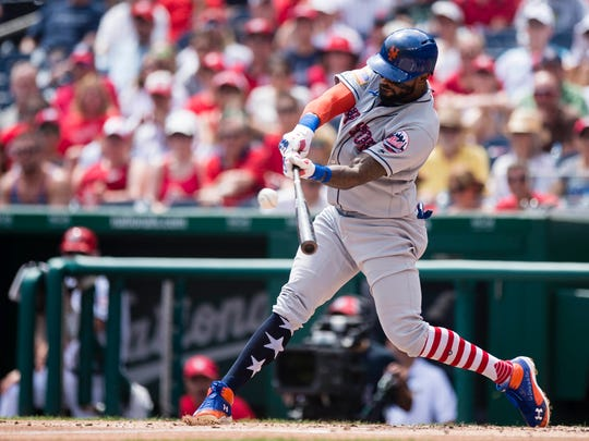 Mets shortstop Jose Reyes flies out to center in the