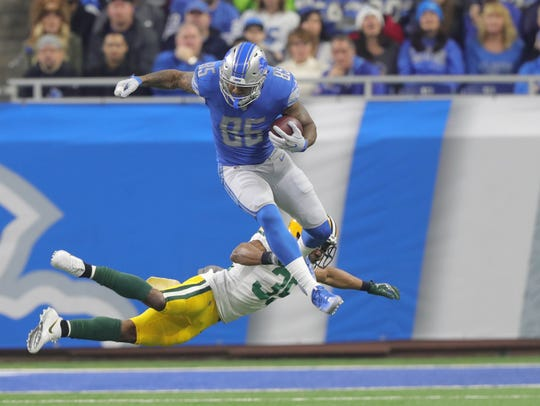 Lions' Eric Ebron hurdles Packers' Jermaine Whitehead