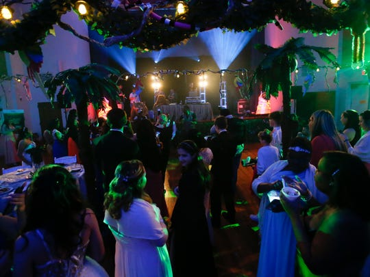 Prom guests fill the dance floor during the Nemours/Alfred