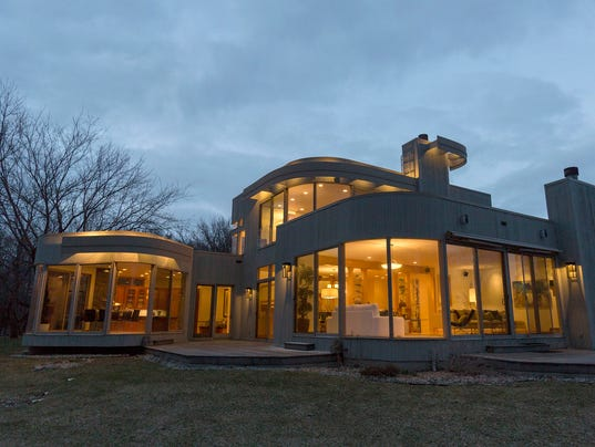 Photos: Contemporary design creates a home that glows