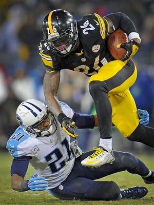 Steelers running back Le'Veon Bell runs past Titans safety George Wilson during the fourth quarter at LP Field.