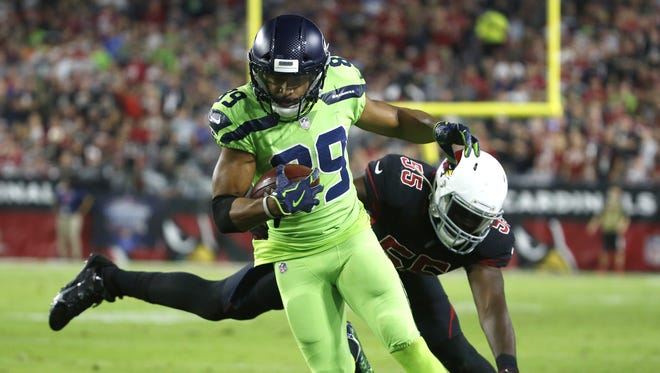 Cardinals Chandler Jones (55) misses a tackle on Seahawks Doug Baldwin (89) during the first quarter on Nov. 9, 2017 at University of Phoenix Stadium in Glendale, Ariz.