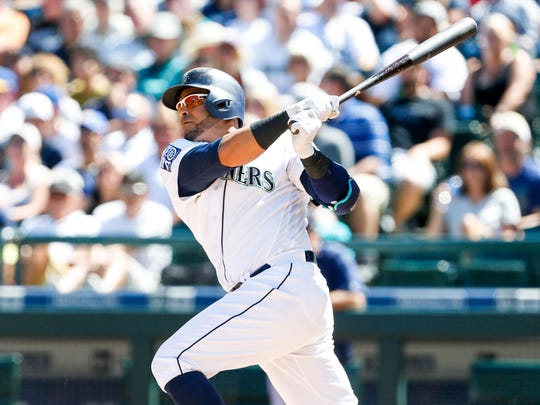 Seattle Mariners designated hitter Nelson Cruz (23)