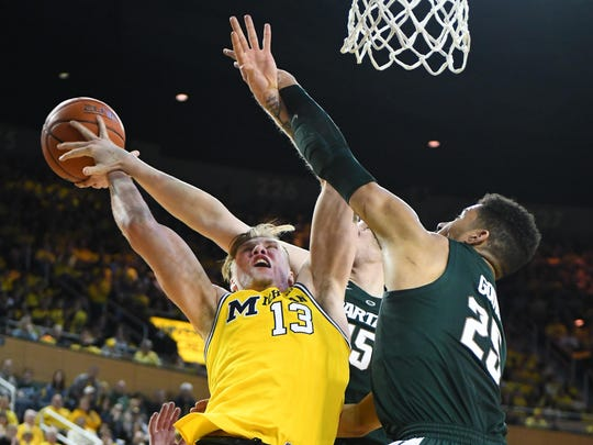 Michigan State remained ahead of Michigan in the Associated