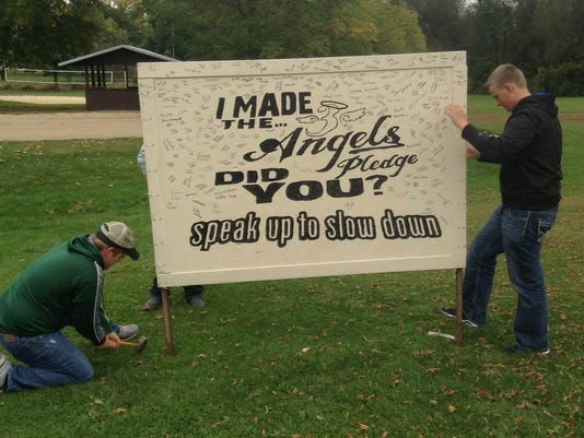 Speak Up sign 4849.JPG