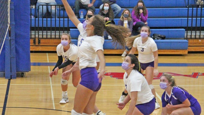 Bronson's Emerie Wotta looks for a tip versus Springport while her teammates look on. Pictured are, from left, Karissa Gest (15), Meagan Lasky (3), Kaylee Withington (7) and Jadyn Cary (1).