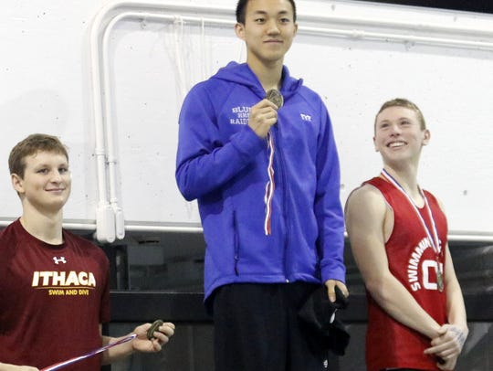 Shoonsin Li, center, of Horseheads joins third-place