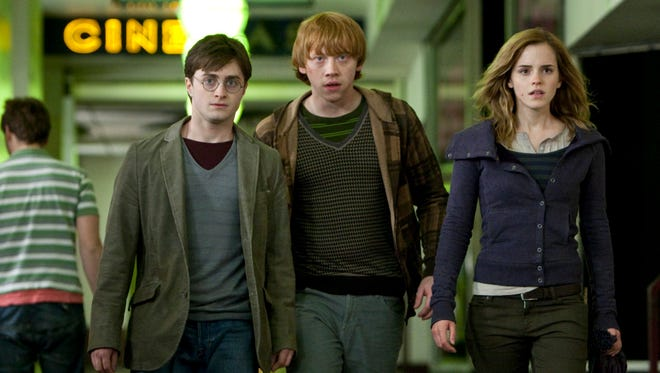 """ORG XMIT: NYET413 In this film publicity image released by Warner Bros., from left, Daniel Radcliffe, Rupert Grint and Emma Watson are shown in a scene from """"Harry Potter and the Deathly Hallows - Part 1."""" (AP Photo/Warner Bros., Jaap Buitendijk)"""