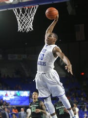 MTSU's Jaqawn Raymond (10) goes up for a dunk in the