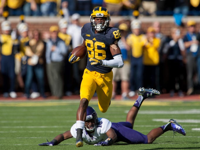 Michigan wide receiver Jehu Chesson slips away from