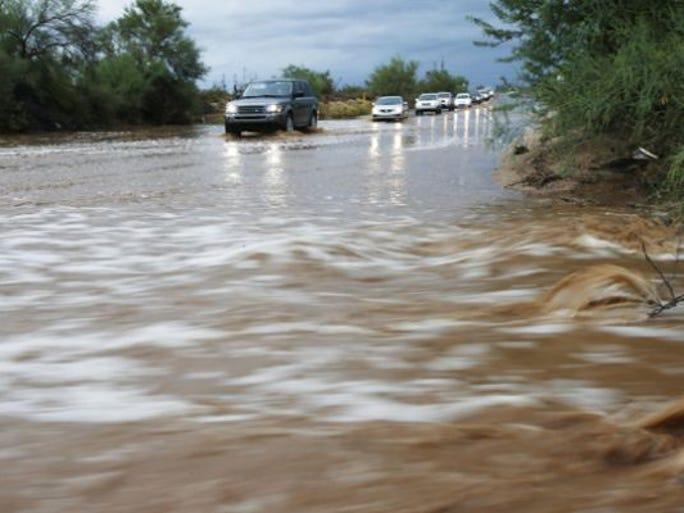 Las lluvias alentaron el tráfico esta mañana por todo el Valle.