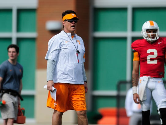 Quarterbacks coach Mike Canales during Tennessee Volunteers