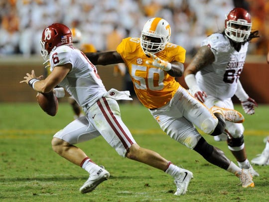 Tennessee defensive lineman Corey Vereen (50) chases