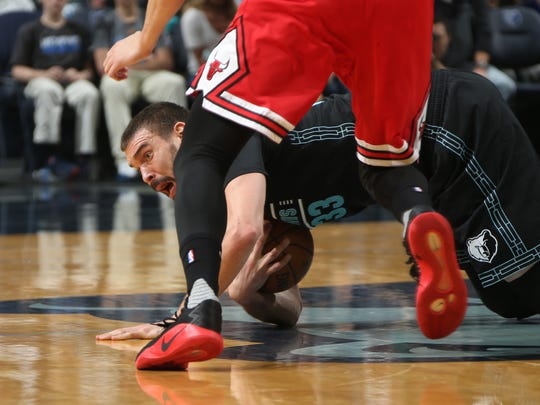 Memphis Grizzlies center Marc Gasol chases down a loose