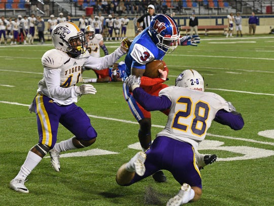 Woodlawn's Trivenskey Mosley fights for yardage against