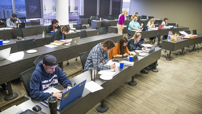 Students in a Criminal Practice and Writing II class at Arizona Summit Law School in February 2017.