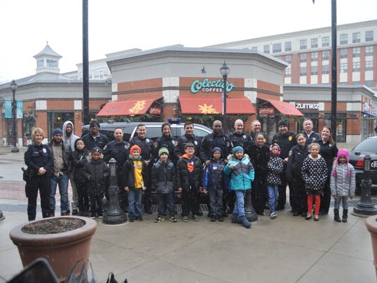 Glendale police pose for a photo with the Parkway Elementary