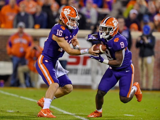 Clemson-Trevor_and_Travis_Football_36128.jpg