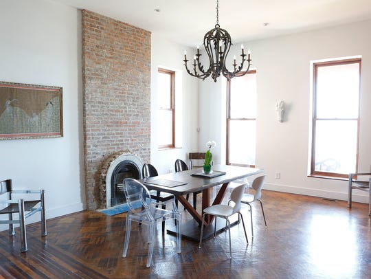 The dining room of the B & B Casa Hudson in Haverstraw