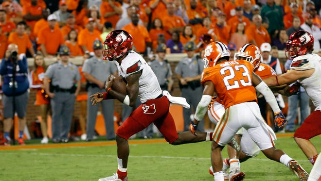 Louisville's Lamar Jackson splits Clemson defenders to score a touchdown. Oct. 1, 2016