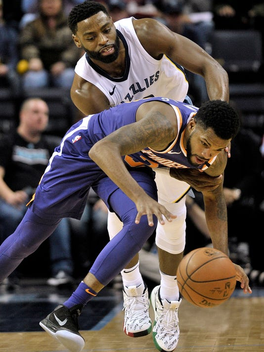 Phoenix Suns guard Troy Daniels, bottom, and Memphis Grizzlies guard Tyreke Evans struggle for control of the ball in the second half of an NBA basketball game Monday, Jan. 29, 2018, in Memphis, Tenn. (AP Photo/Brandon Dill)