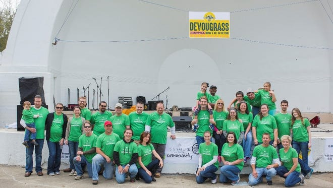 Signature Hardware employees are active volunteers in the community.