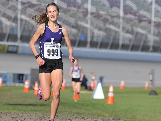 Battle Creek Lakeview senior Maggie Farrell finishes