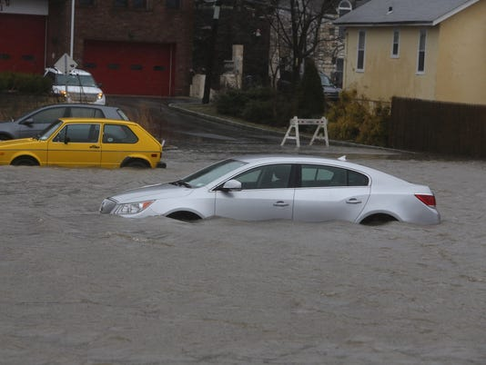 Cars underwater in Piermont
