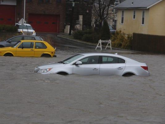 Cars underwater in Piermont