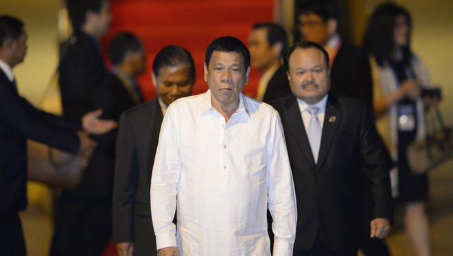 Philippine President Rodrigo Duterte arrives at the Wattay International Airport in Vientiane on Sept. 5, 2016 for the 28th Association of Southeast Asian Nations (ASEAN) Summit and related summit to be held Sept.  6-8.