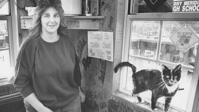 Mellissa Sanders and her cat, Pole Cat, lived in relative comfort atop a pole at the South Pole Restaurant.