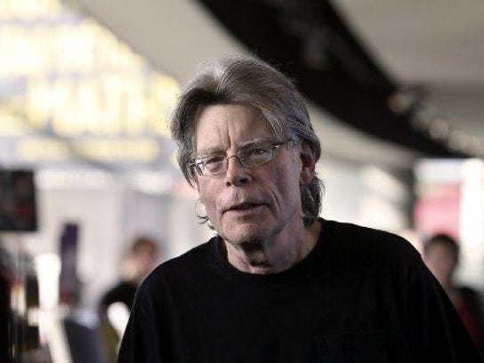 "In ""Finders Keepers,"" Stephen King again gives his"