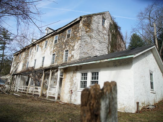 "Walker Mills ""bank houses"" at 1 Walkers Mill Rd. built c:1825 on the banks of the Brandywine River is pending demolition."