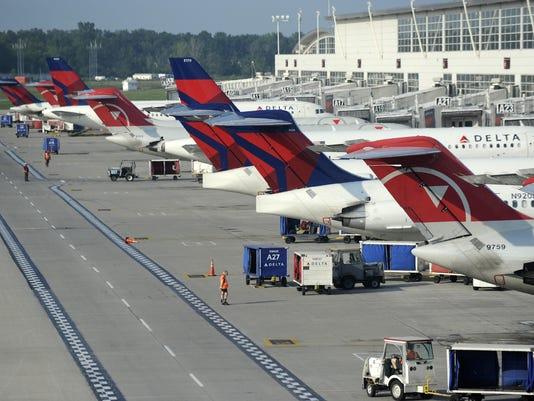 -b017-airport2-0511y_05-17-2011_3K522RP.jpg_20110517.jpg