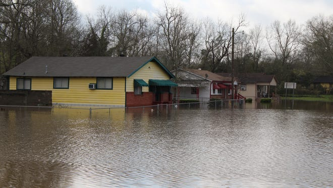 United Way of Southeast Mississippi and Volunteer Hattiesburg will open a Volunteer Recovery Center on Monday to help with flood recovery efforts.