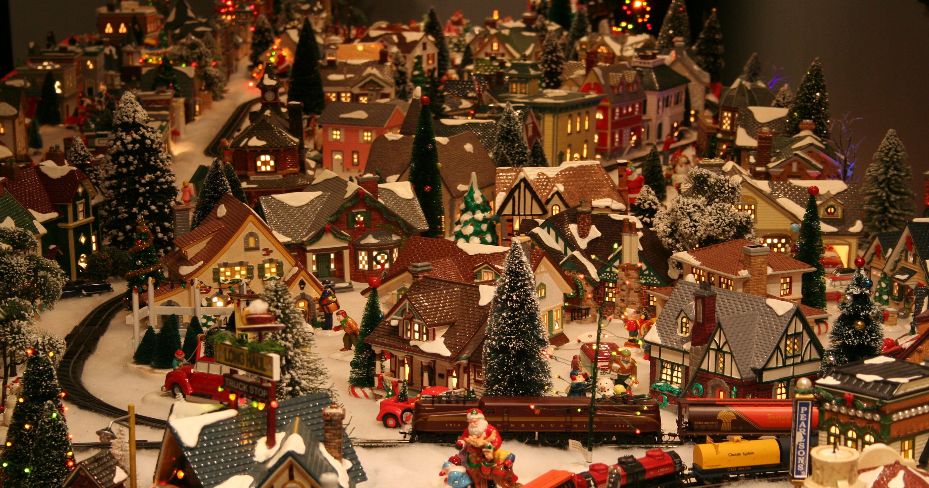 Miniature Christmas Village.Monroe Man Creates 200 Building Mini Christmas Village