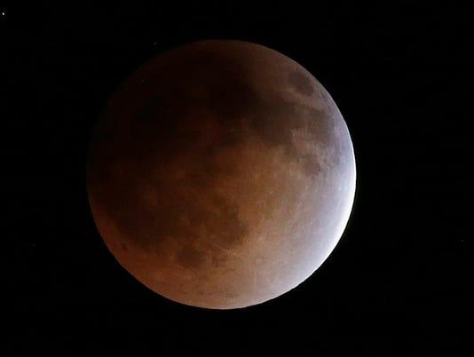 635482747867980024-Lunar-Eclipse-Hill