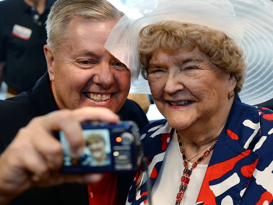 "Sen. Lindsey Graham takes a ""selfie"" with MaryAnn Riley"