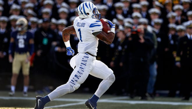 University of Memphis kick returner Tony Pollard scrambles past the Navy defense for a 100-yard kickoff for a touchdown during first quarter action at Navy-Marine Corps Memorial Stadium in Annapolis, Maryland.