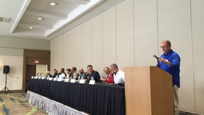 Michael Green moderates a candidate forum at the Palm Springs Hospitality Association meeting Thursday.