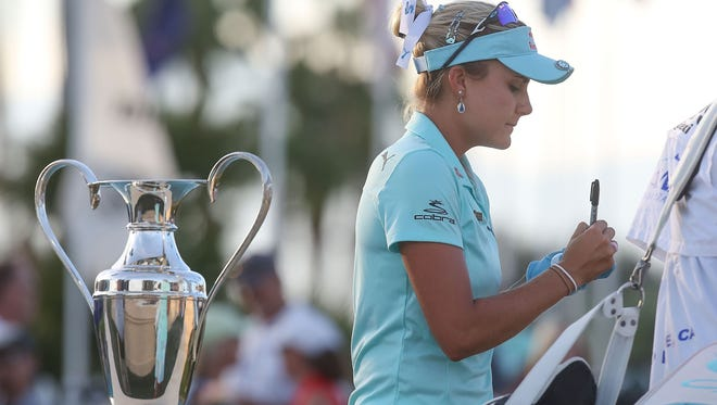 Lexi Thompson signs her scorecard after finishing the final hole of the ANA Inspiration in Rancho Mirage, April 2, 2017.