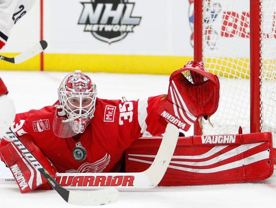 Red Wings goaltender Jimmy Howard (35) attempts to