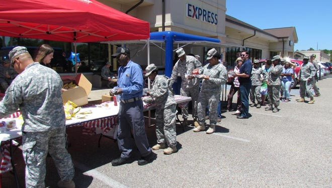 Airmen and their families will be able to grab a fee lunch Friday for Gunter's Military Appreciation Day.